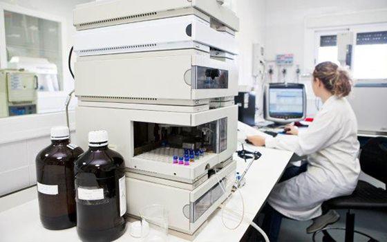 Cromatógrafo de Líquidos de Alta Resolución (HPLC)